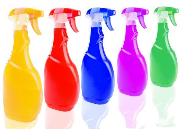 בקבוקי ספריי צבעוניים